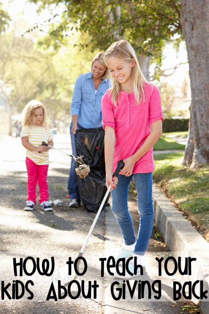 How to Teach Your Kids About Giving Back with these awesome parenting tips!