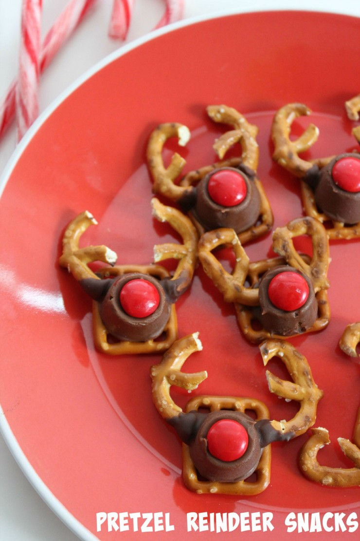 pretzel reindeer snacks are such a cute christmas snack for kids