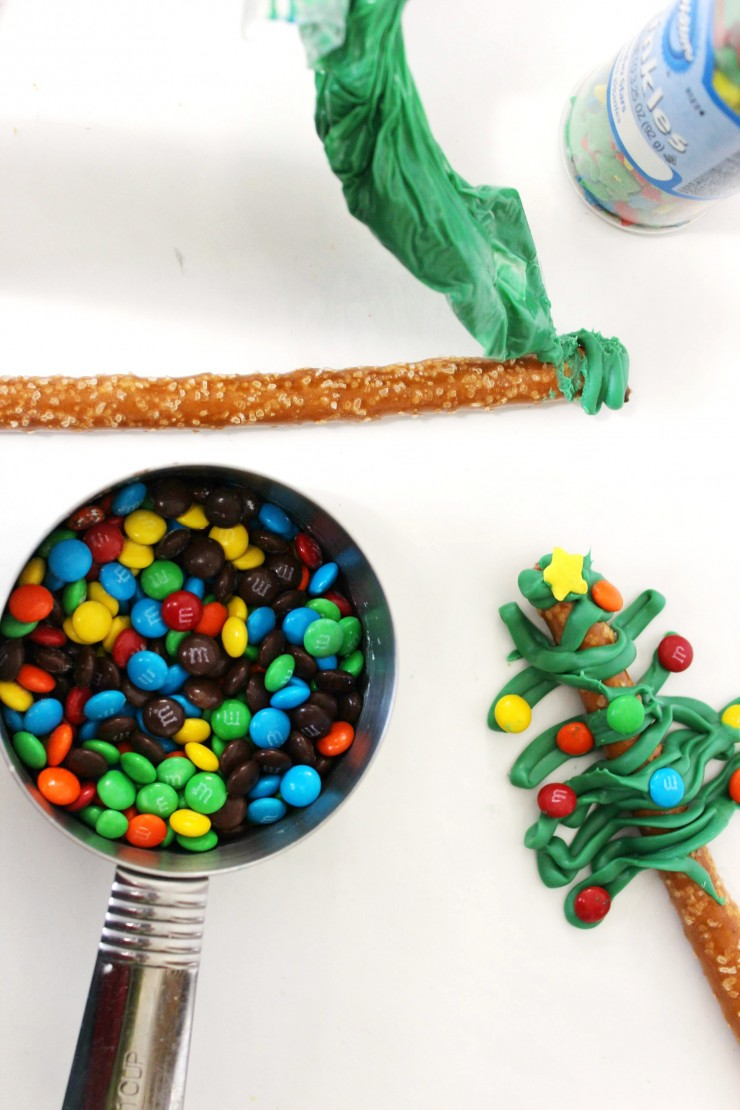 christmas-tree-pretzels