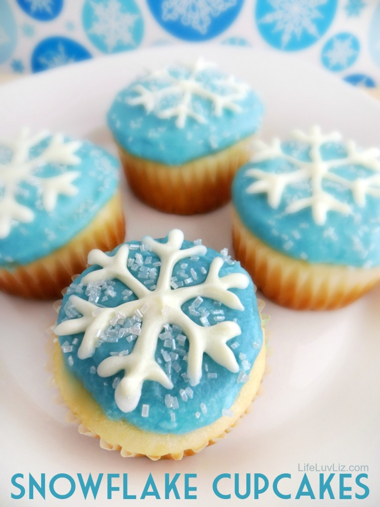 Don't these Snowflake Cupcakes remind you of Disney Frozen?  They even come with Free Printable Snowflake Template!