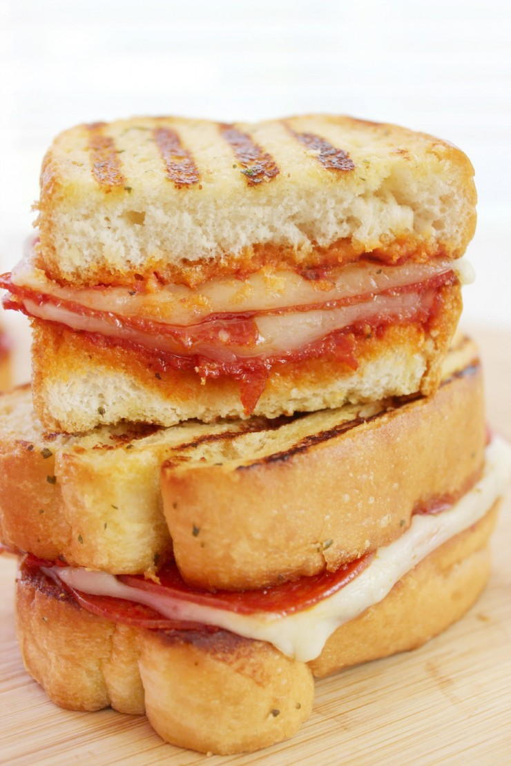This Grilled Pepperoni Pizza Sandwich makes for a delicious lunch the whole family will enjoy!