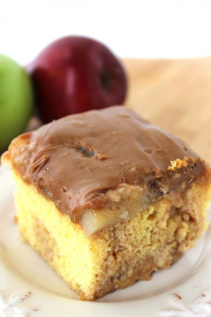 Apple-poke-cake