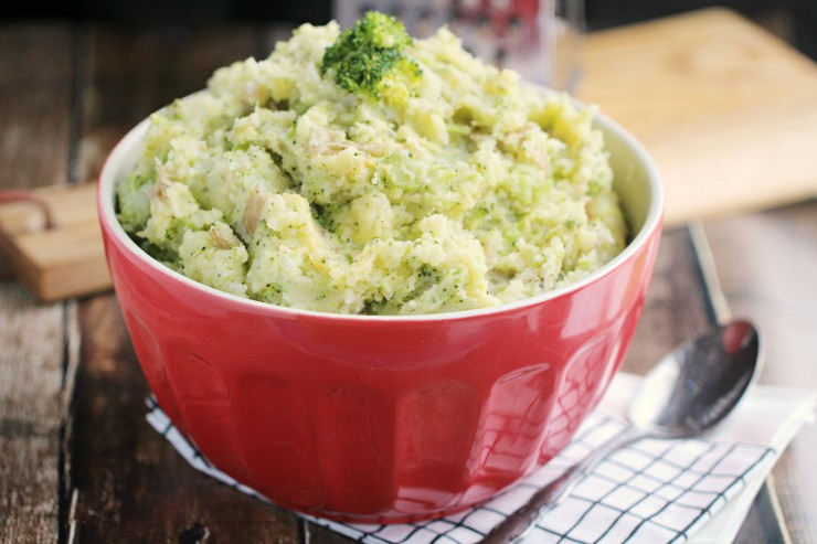 These Broccoli Cheddar Mashed Potatoes pairs a perfect veggie combo with mashed potatoes for a comforting side dish with a twist!