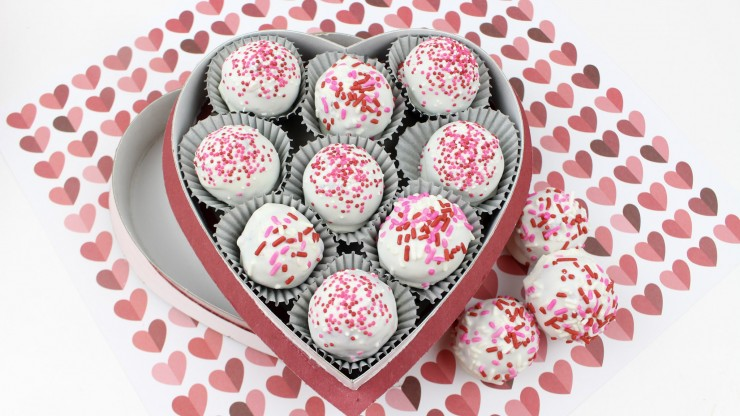 These Red Velvet Oreo Truffles feature a delicious red velvet oreo cheesecake filling enrobed in white chocolate. They are a perfect Valentine's Day treat for your sweetie!