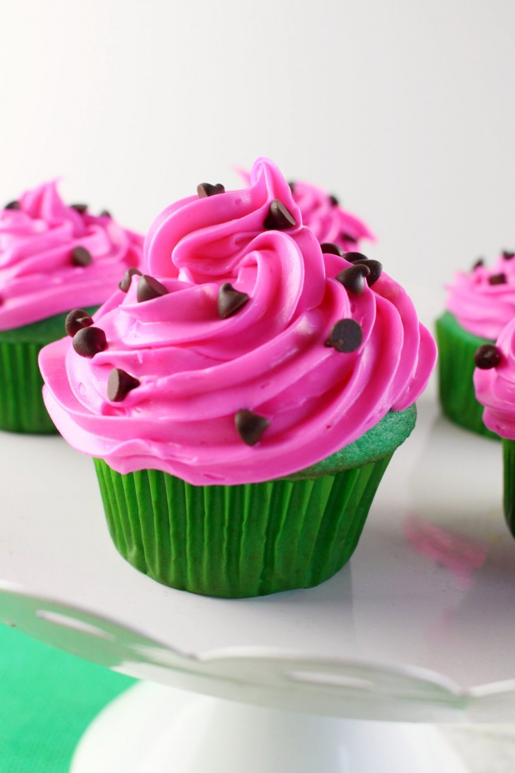 These Watermelon Cupcakes are so easy to make and they are super cute. Perfect for any backyard summer party or barbecue. Your family, friends and neighbours are sure to love these adorable cupcakes!