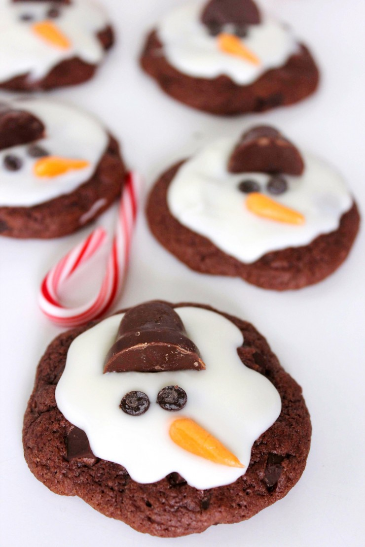 The Melting Snowman Cookies are a sweet holiday treat perfect for holiday parties with kids!