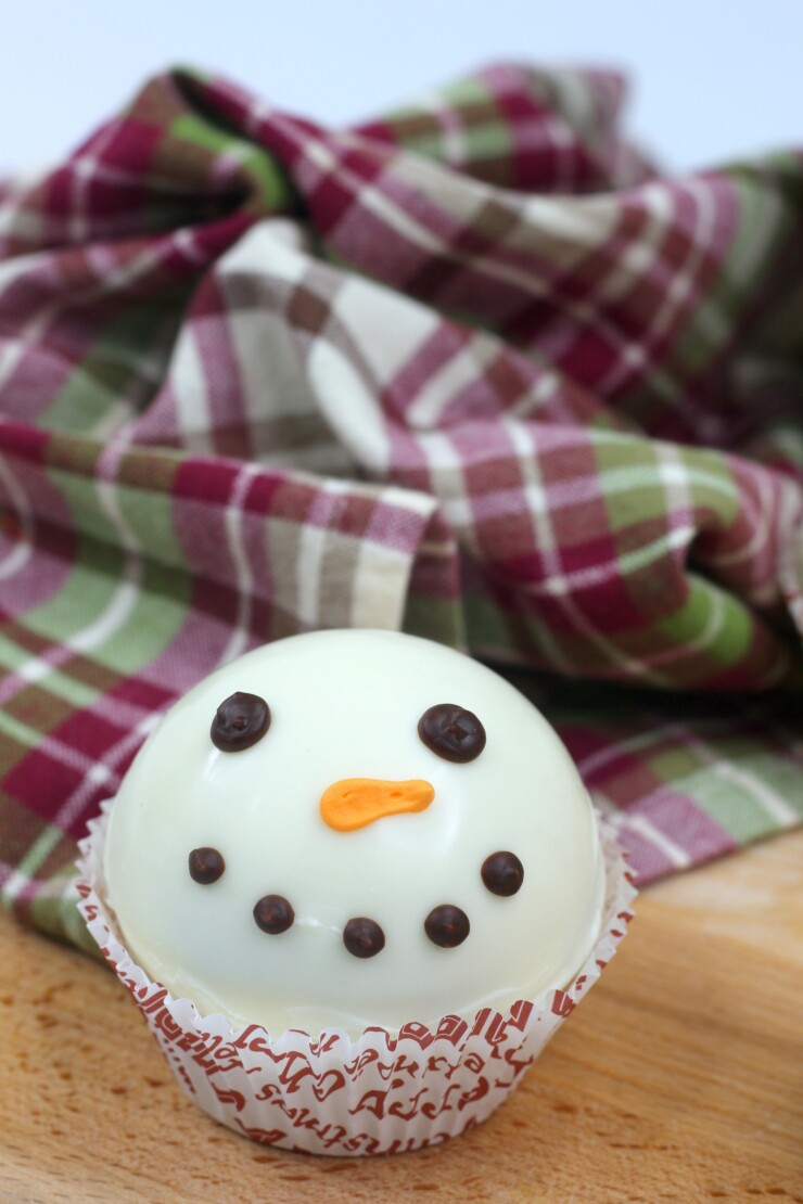 Make adorable Snowman Hot Chocolate Bombs the easy way. Place them in a mug, pour over with hot milk and enjoy the rich chocolate flavour.