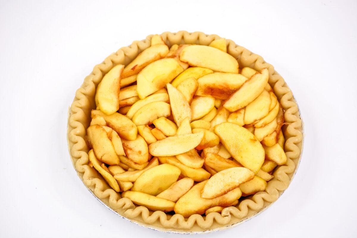 Apples in a pie crust